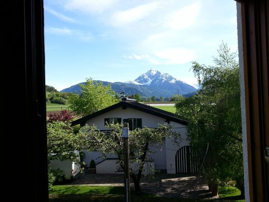 Sonnenhof Igls : Awesome view of the Alps from our windows