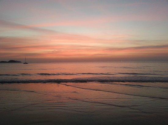 Santhiya Tree Koh Chang Resort: Beach