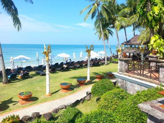 Santhiya Tree Koh Chang Resort: Beach area