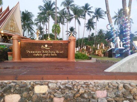 Santhiya Tree Koh Chang Resort: Hotel entrance from beach