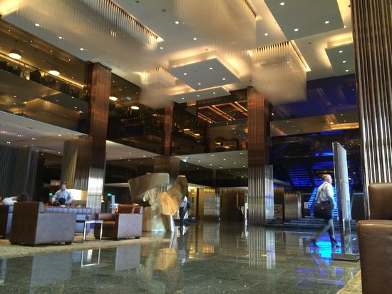 Sheraton Hsinchu Hotel: Half the huge lobby