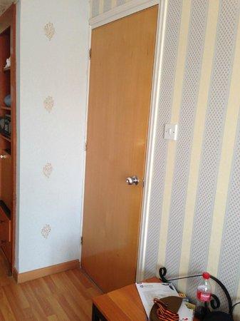 Anastasia Beach Hotel : Дверь в соседний номер