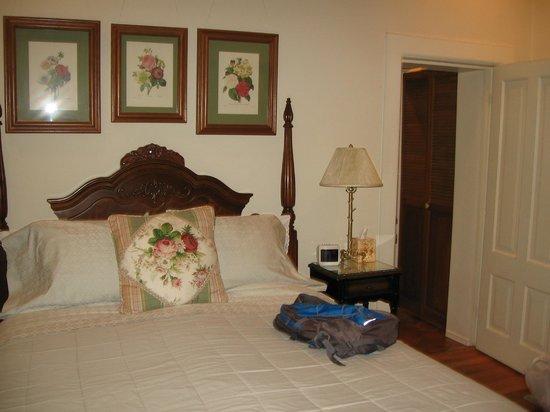 El Presidio Inn Bed and Breakfast : Bedroom - Victorian Suite