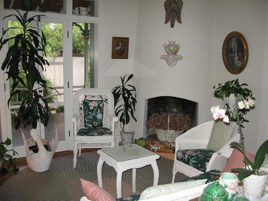 El Presidio Inn Bed and Breakfast : Victorian Suite sitting room