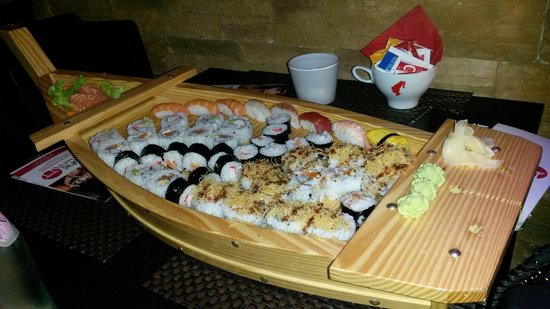 Sushi Cueva : Barca 50 pezzi Groupon