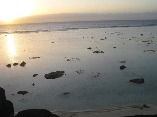 Black Rock Beach and Nikao Social Centre: low tide