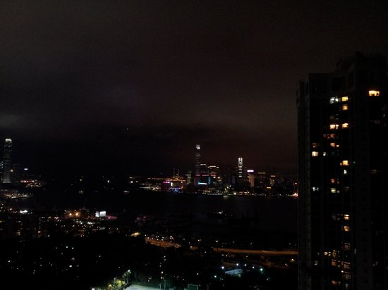 Metropark Hotel Causeway Bay Hong Kong: view from rooftop pool at night