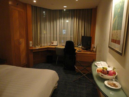 Metropark Hotel Causeway Bay Hong Kong: Desk