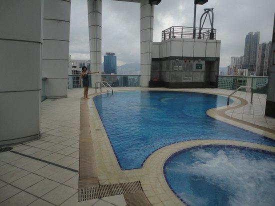 Metropark Hotel Causeway Bay Hong Kong: Roof top pool