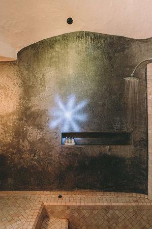 Riad Baoussala: Marabout Suite, bathroom