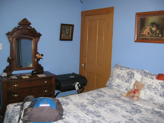 Grand Canyon Hotel: Room 2 (blue room)