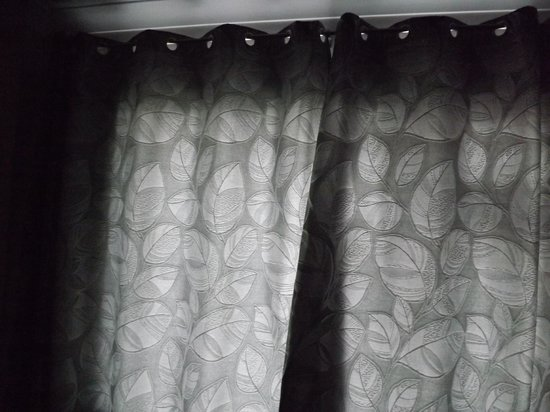 Ardree House: curtains that do NOT block out light
