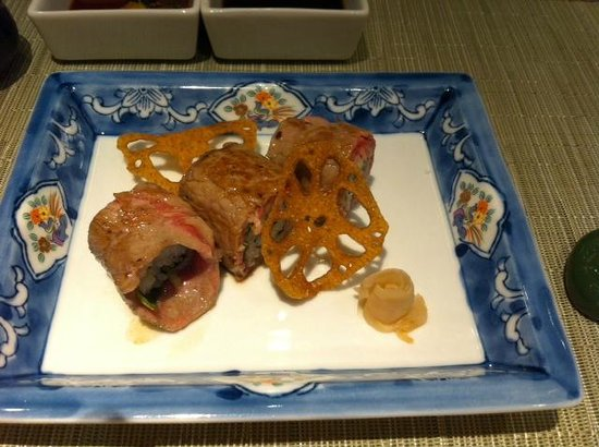 Teppanyaki Restaurant Sazanka: Maki sushi of thinly sliced US sirloin beef