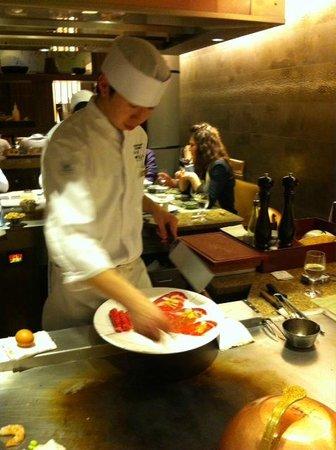 Teppanyaki Restaurant Sazanka: Wonderful staff - very attentive and knowledgeable