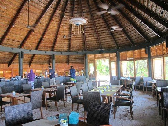 Komandoo Maldives Island Resort: Buffet Area