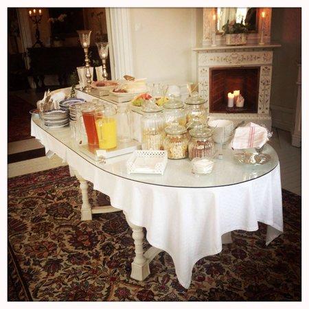 Strand Hotell : breakfast table