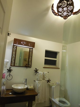 True Blue Bay Boutique Resort: bathroom