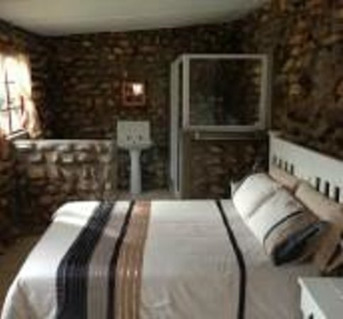 Hermanuspietersfontein Cottages: Main bedroom in Posmeester