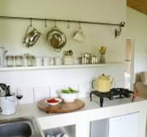 Hermanuspietersfontein Cottages: Kitchen area in the Kleinboet & Bloos units