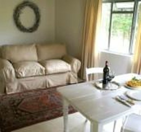 Hermanuspietersfontein Cottages: Lounge area in Bloos & Kleinboet units