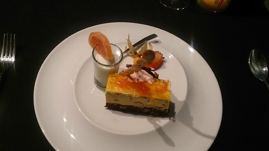 Hilton Vilamoura As Cascatas Golf Resort & Spa: Beautiful desert at Cilantro