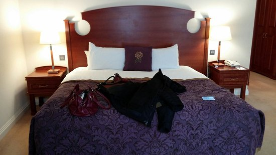 Slieve Russell Hotel Golf and Country Club: Huge bed