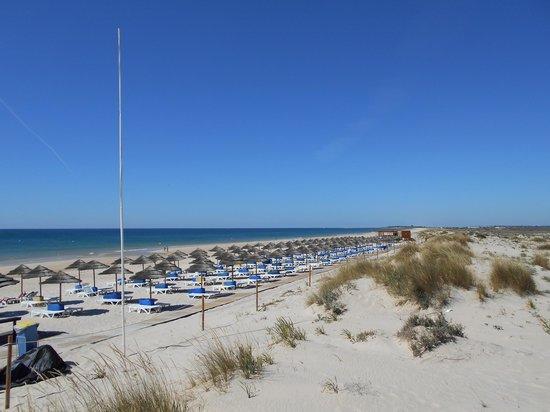 Cabanas Resort Park : Beach facilities from the snack bar