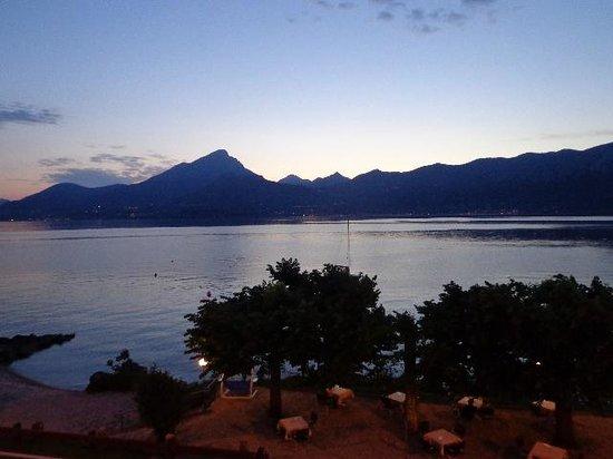 Hotel Residence Sirenella: vista lago al tramonto