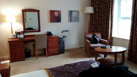 Slieve Russell Hotel Golf and Country Club: Lovely bright room