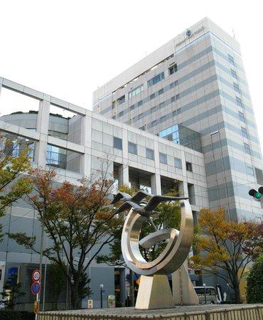 Hotel Mariners' Court Tokyo: Гостиница, вид со стороны улицы