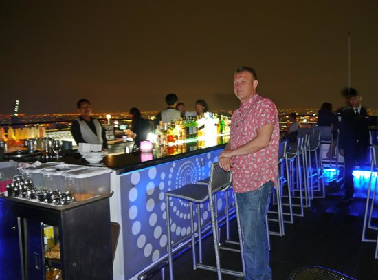 Vertigo Grill and Moon Bar: Bar at Vertigo