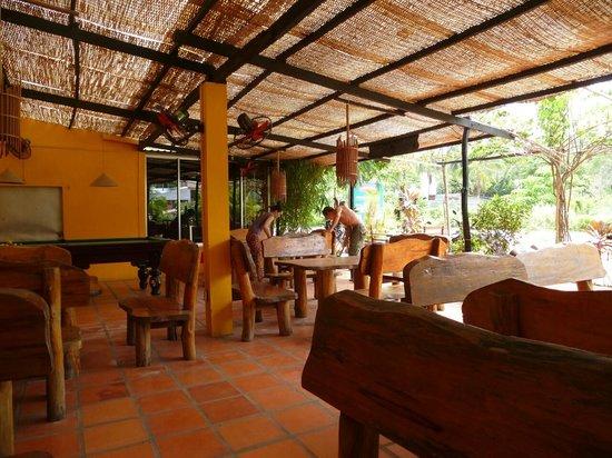 German B Restaurant & Bar: terrassen innenansicht