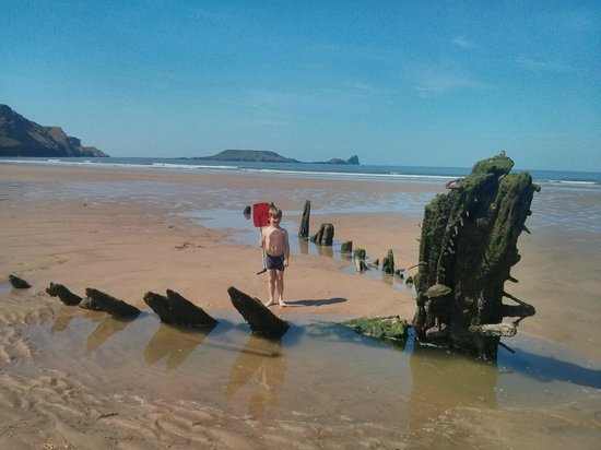 Rhossili Bay : Wreck on Rhossili Beach, Worms head in the background