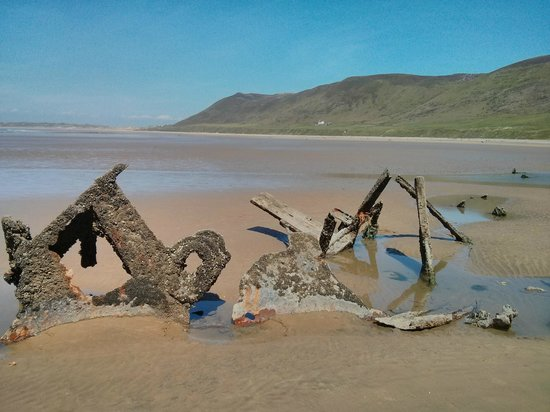 Rhossili Bay : Another wreck on Rhossili beach