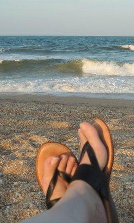 Ocean Sands Beach Inn: Beach view across from Ocean Sands - week of May 12-16, 2014