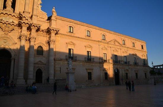 Duomo di Siracusa: Duomo in late sun