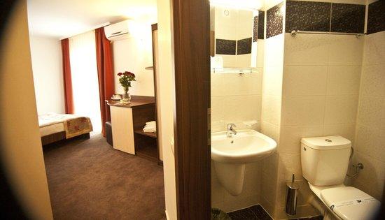 Complex Hotelier Vulturul : Complexul Hotelier VULTURUL este situat in centrul statiunii Venus.