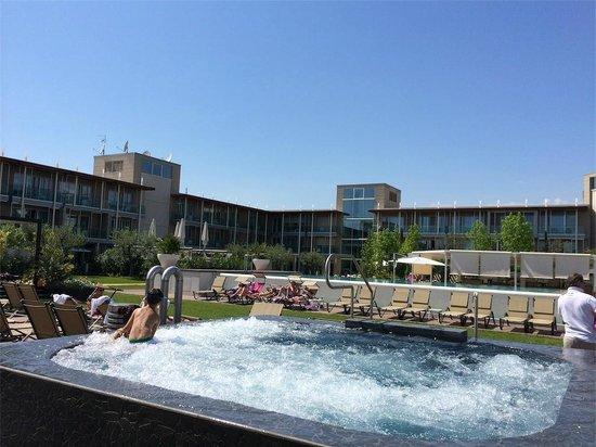 Aqualux Hotel Spa & Suite Bardolino : Zona piscina esterna