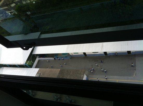 Intercity Manaus: O hotel fica ao lado de uma área de esportes de escola infantil. Muito barulho durante o dia tam