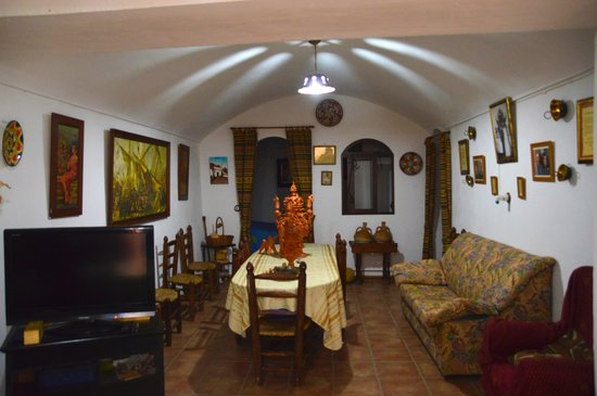 Visita Guadix: Wohnzimmer einer Höhlenwohnung