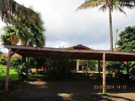 explora Rapa Nui - All Inclusive: Su dia entre verde y nublado con una temperatura excelente