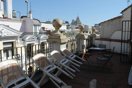 Hostal Madrid: View from the terrace of the 5th floor family apartment