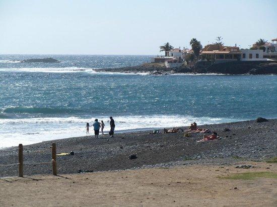 H10 Costa Adeje Palace : La spiagga di fronte all'hotel