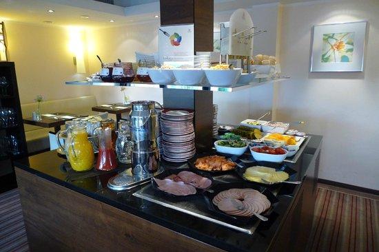 Sheraton Munchen Westpark Hotel: Breakfast