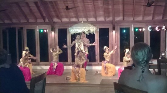 Saman Villas: Dance evening