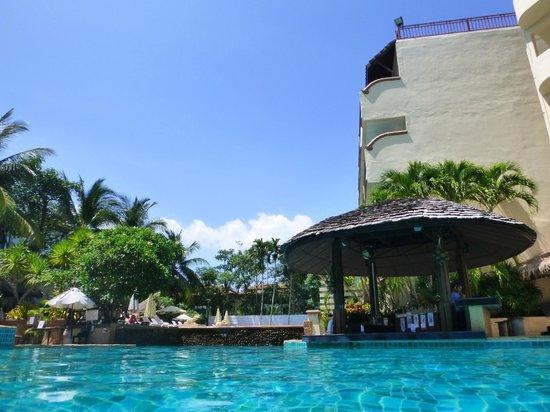 Krabi La Playa Resort: Pool bar