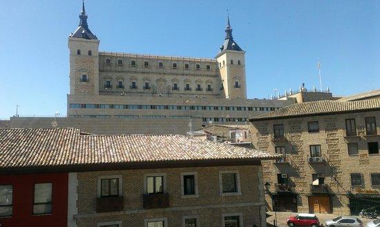 Alcazar - Museo del Ejercito: Edificio del Alcázar de Toledo.