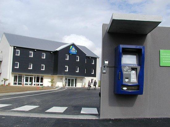 Akena City: Borne automatique AKENA Dol de bretagne.www.hotels-akena.com