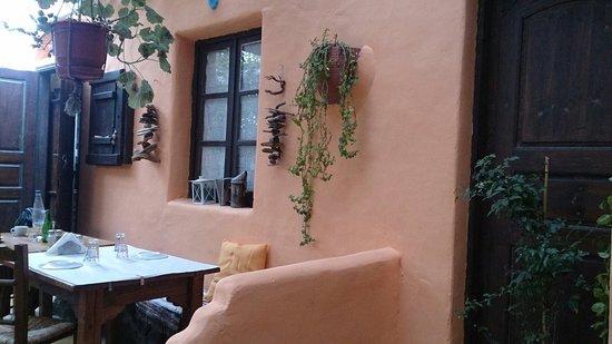 Kapari Taverna: In side