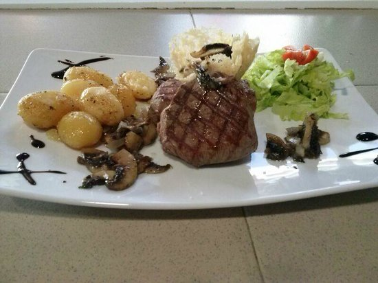 Da Rico Restaurant: meat lovers plate